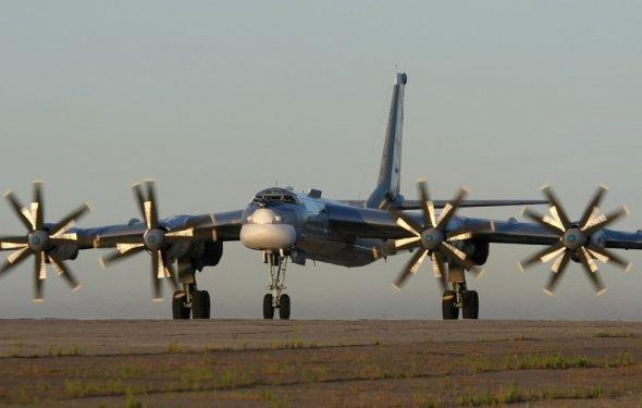 Самолеты Ту-95МС совершают